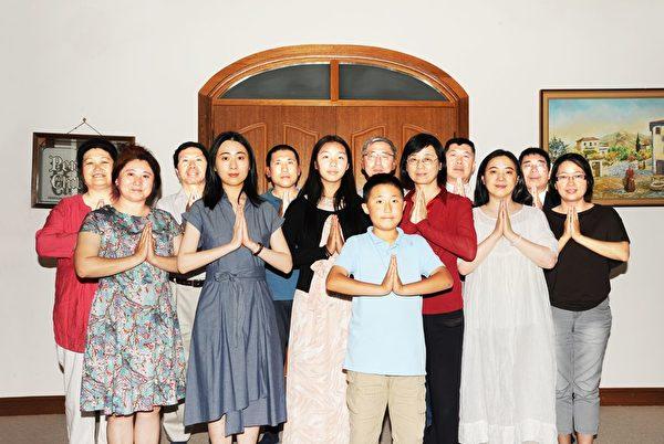 坎培拉法輪功學員給李洪志師父拜年。(明慧網)