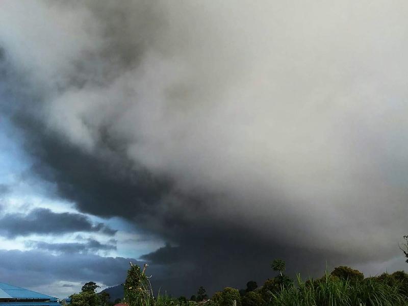 印尼火山再次噴發 火山灰高達2公里