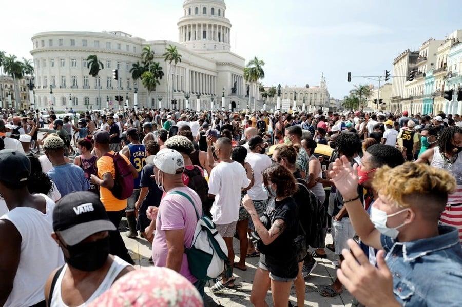 民眾抗議下 古巴允旅客攜食物藥品入境免關稅
