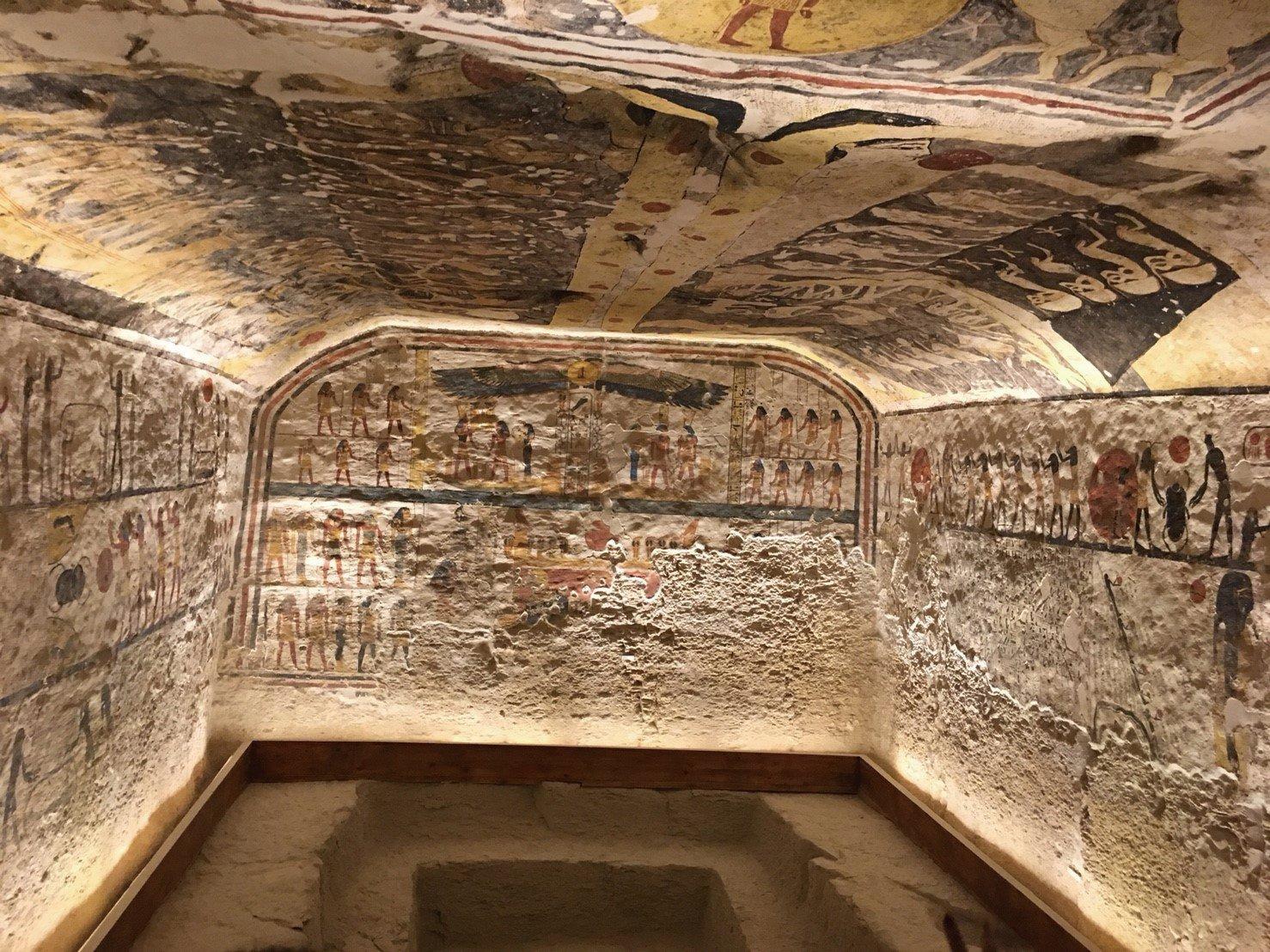 帝王谷法老墓室的彩繪。(四塊玉文創提供)