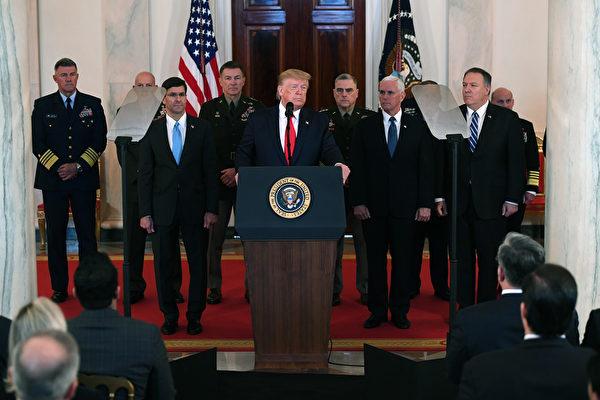 美國總統特朗普(川普)於美東時間週三(1月8日)上午11點30分,在白宮大廳發表針對伊朗襲擊伊拉克美軍基地的講話。(SAUL LOEB / AFP)
