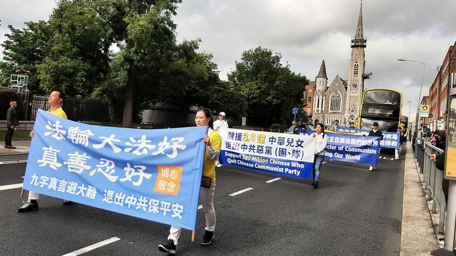 法輪功愛爾蘭聲援三退遊行 華人支持「點贊」