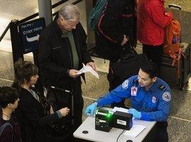 白宮:可能要求外國遊客接種疫苗 尚未定案