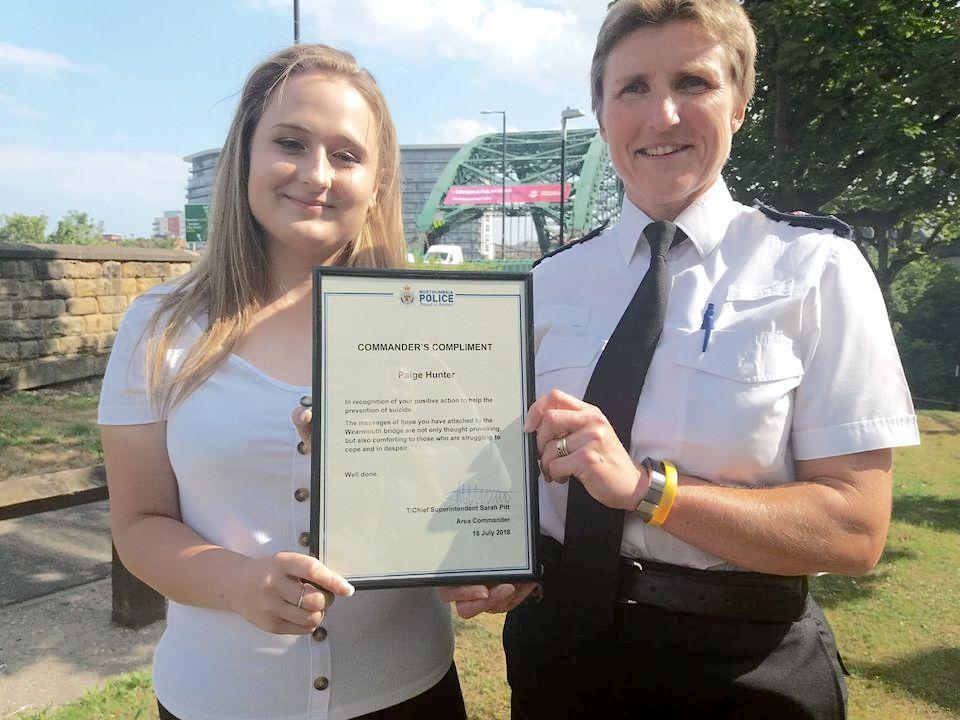 佩奇的善良舉動在2018年還得到了當地警方的認可,並向她頒發了一張表彰證書。(佩奇提供)