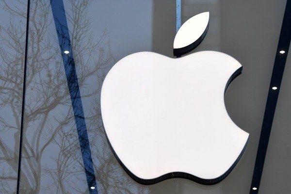 彭博社周三(1月30日)報道,一名蘋果公司的華裔硬件工程師陳紀中(Jizhong Chen,音譯)被捕,他涉嫌為一家中國公司竊取蘋果的無人駕駛汽車機密,這是自去年7月以來,蘋果公司發生的第二宗類似盜竊案件。 (EMMANUEL DUNAND/AFP/Getty Images)
