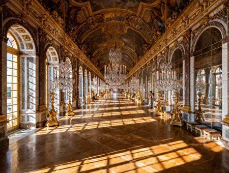 鏡廳是舉行會議和等待的地方。1919年6月28日,結束第一次世界大戰的凡爾賽條約(Treaty of Versailles)就是在這裏簽訂的。(Thomas Garnier/Chateau de Versailles,凡爾賽宮提供)