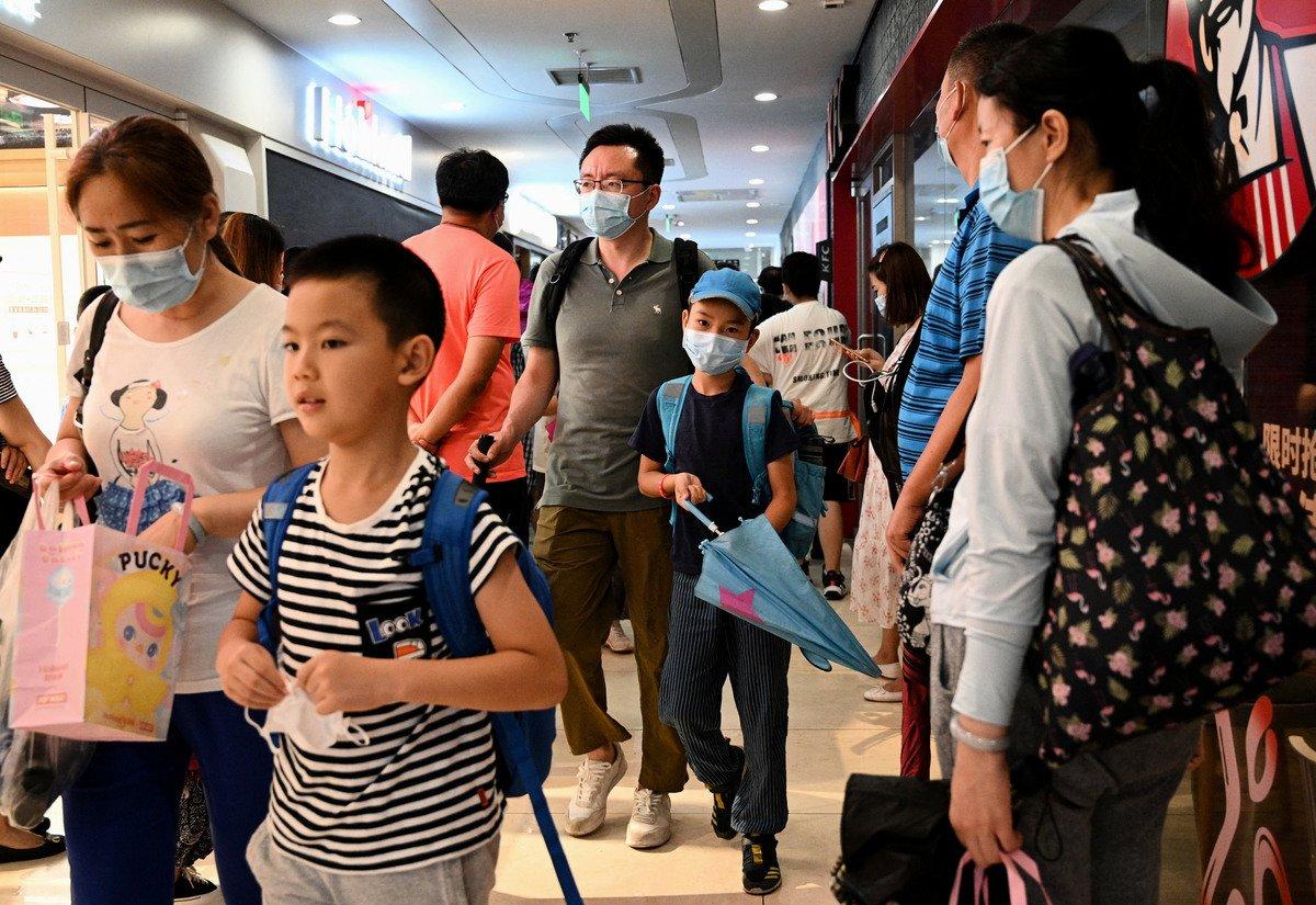 近日,中共高調提出「雙減」教育政策,引發民眾反彈。(NOEL CELIS/AFP via Getty Images)