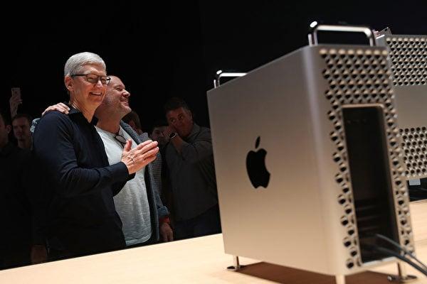 2019年6月3日,聖何塞,加利福尼亞州。蘋果 CEO 蒂姆・庫克在年度全球開發者大會上發表主題演講,並展示了新款Mac Pro電腦。(Justin Sullivan/Getty Images)