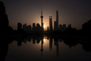 疫情下 上海多家知名五星級酒店虧本出售