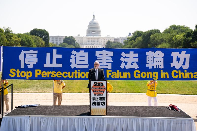 「美國國際宗教自由委員會」(USCIRF)政策分析主管庫爾特·沃斯米勒博士(Dr. Kurt Werthmuller)於2021年7月16日在華盛頓DC法輪功「7.20」反迫害集會上發言。(戴兵/大紀元)