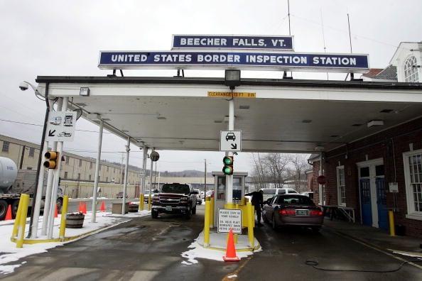 3月18日,特朗普總統宣佈對不必要的旅行暫時關閉美加邊境。圖為美加一個邊境站。(Joe Raedle/Getty Images)