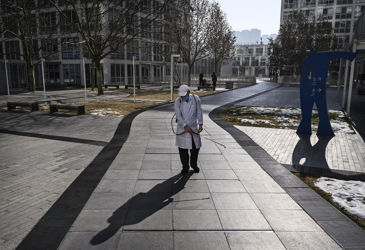 2月15日,台灣出現了第一個中共肺炎(俗稱武漢肺炎、新冠肺炎、COVID-19)死亡的案例,引發了「社區傳播」的疑慮。(Kevin Frayer/Getty Images)