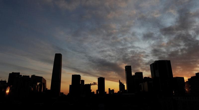 中美貿易戰的壓力正在將中共逼迫進入房市,展開經濟決戰。(AFP/Mark RALSTON)