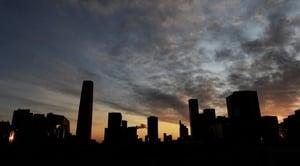 分析:貿易戰敗退 中共在房市展開決戰