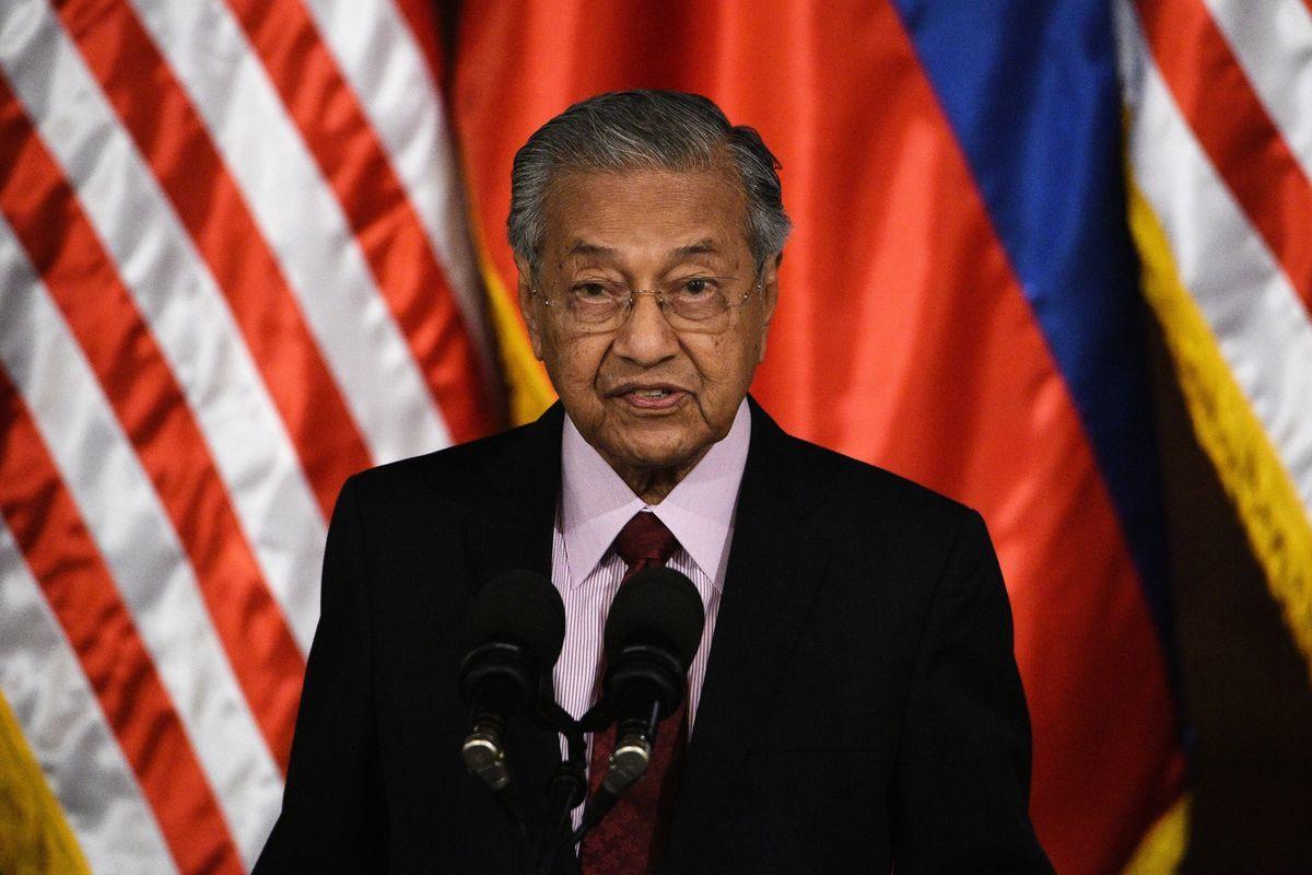 周五(4月12日),馬來西亞宣佈與中共「一帶一路」鐵路項目的談判,成功減少規模,並且削價三分之一。圖為馬國總理馬哈蒂爾(Tun Mahathir bin Mohamad)。(TED ALJIBE/AFP/Getty Images)