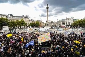 全球抗共大遊行 倫敦數千人走上街頭