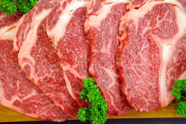 專家認為,肉類不會像衛生紙那樣,因民眾囤積導致貨架上沒有供貨。(KIM JAE-HWAN/AFP/Getty Images)
