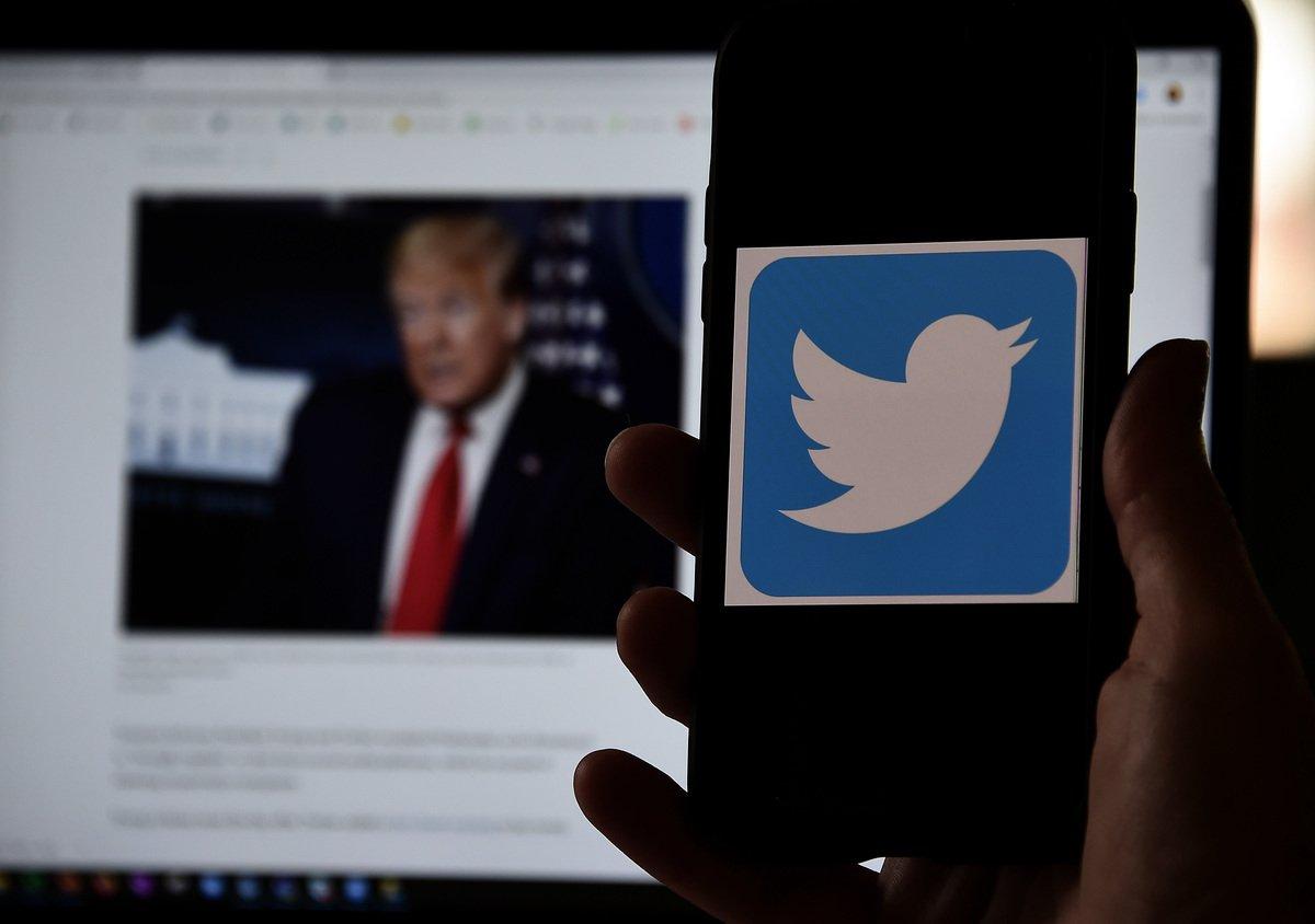 推特1月8日宣佈永久凍結特朗普標注為美國第45任總統的個人賬號。(OLIVIER DOULIERY/AFP via Getty Images)