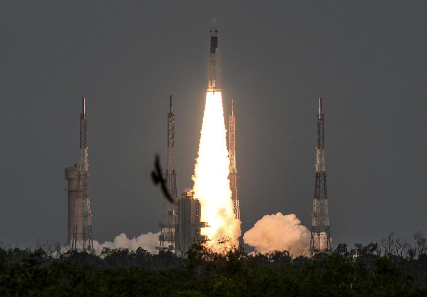 印度啟動二次登月 軟著陸登月器順利升空