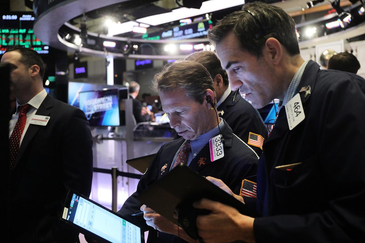 2019年已成歷史,回顧過去一年,最令人驚奇的事件之一是美國股市的亮麗表現,粉碎專家預測,逆勢創下幾年來最佳漲幅。(Spencer Platt/Getty Images)