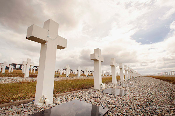 2007年2月7日,福島戰爭25周年之際,福克蘭島上的受難者公墓。(Peter Macdiarmid/Getty Images)