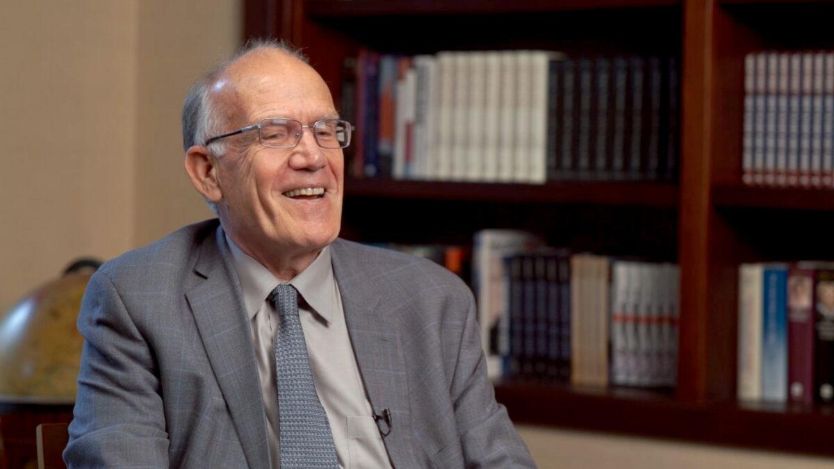 胡佛研究所和國家評論研究所研究員、歷史學家維克托‧戴維斯‧漢森(Victor Davis Hanson)2019年12月9日於紐約。(大紀元)