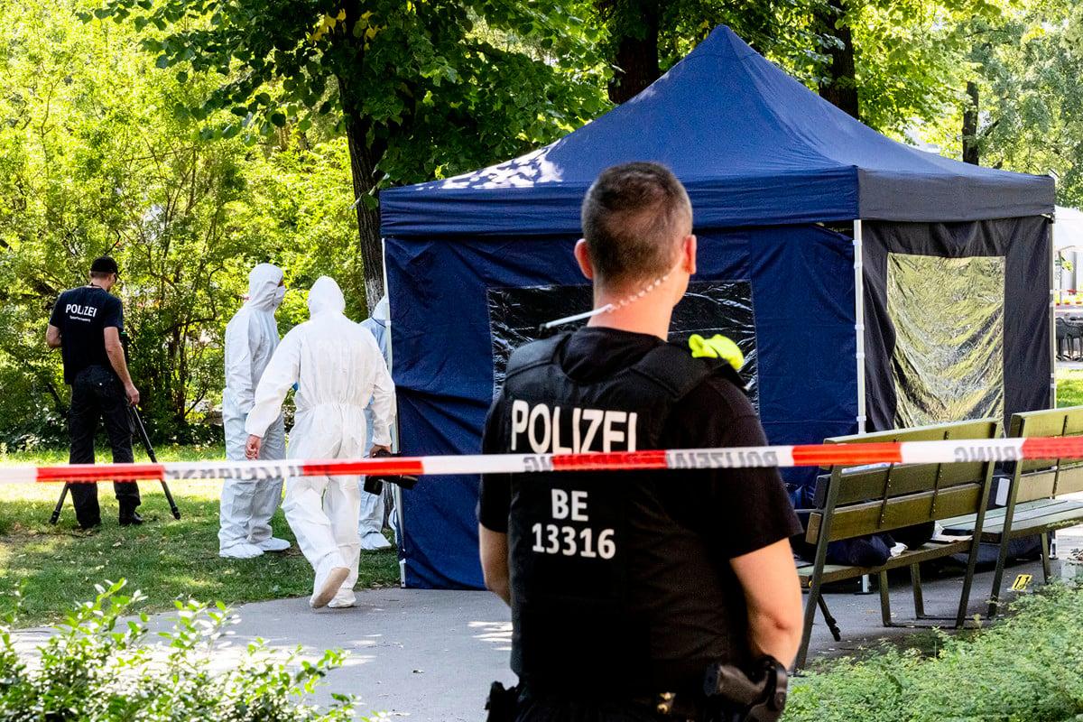 8月23日,一名格魯吉亞籍車臣男子在柏林一個公園被近距離射殺。德國調查人員懷疑,俄羅斯是謀殺案的幕後主使,並於12月4日驅逐兩名俄羅斯外交人員。(Christoph Soeder/dpa/AFP)