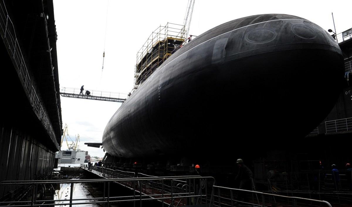 印度移交給緬甸一艘潛艇。戰略分析家認為,此舉是為了反制中共在東南亞日益增長的影響力。圖為俄國造船廠中的基洛級潛艇,與本文中潛艇同級。(OLGA MALTSEVA/AFP via Getty Images)