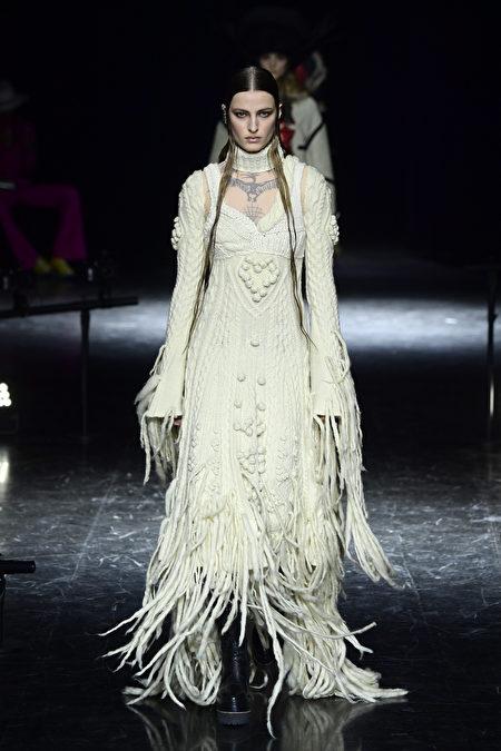 圖為2021年7月7日巴黎,Jean-Paul Gaultier參加2021/2022秋冬高級訂製時裝秀。(Kristy Sparow/Getty Images)