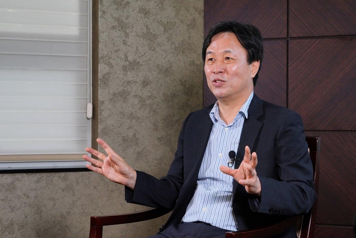 南韓多文化教育學會理事、蔚山大學教育系教授李濟奉接受採訪。(Lee Sihyeong/大紀元)