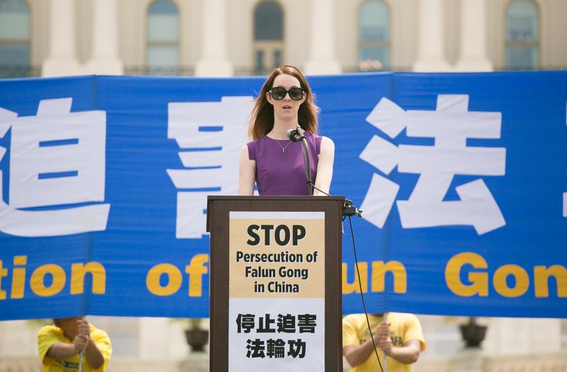 2019年7月18日,美國人權組織「自由之家」倡導部主任安妮·博亞吉安(Annie Boyajian)在華盛頓DC法輪功7‧20反迫害20周年集會上發言。(李莎/大紀元)