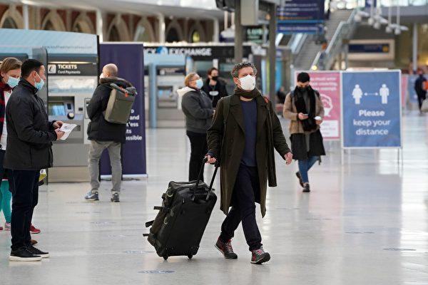2020年12月19日,英國紐卡斯爾(Newcastle upon Tyne),街上許多民眾戴著口罩。(OLI SCARFF/AFP via Getty Images)