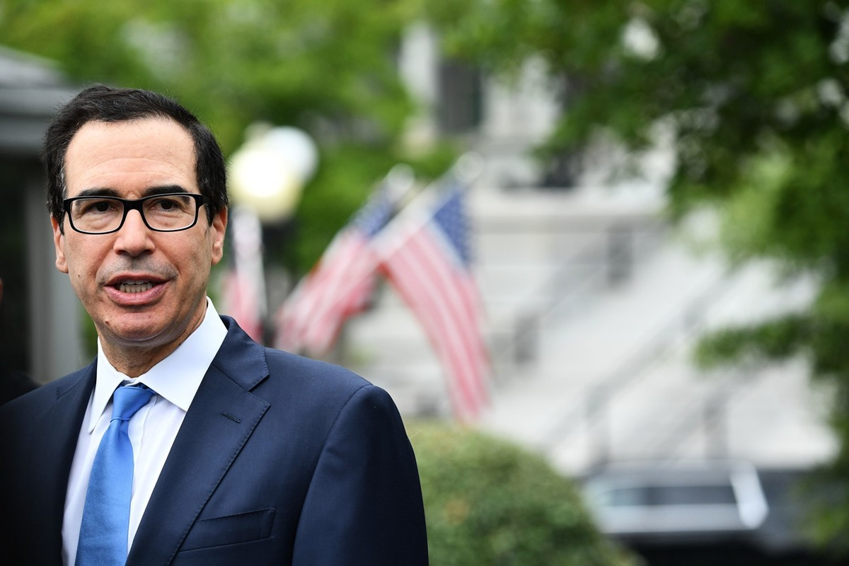 9月9日,姆欽在白宮以外對記者表示,中共人民銀行行長易綱將參加10月度貿易會議,雙方將討論「貨幣和匯率操縱」。(NICHOLAS KAMM/AFP/Getty Images)