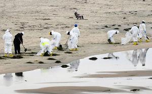 加州漏油事故前有貨船異常移動 調查人員登船檢查