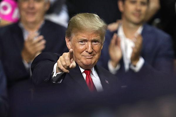 自特朗普在白宮掌權後,特朗普漸成為與習近平、甚至與中共直接溝通的人,在近期更是明顯。(Photo by Joe Raedle/Getty Images)