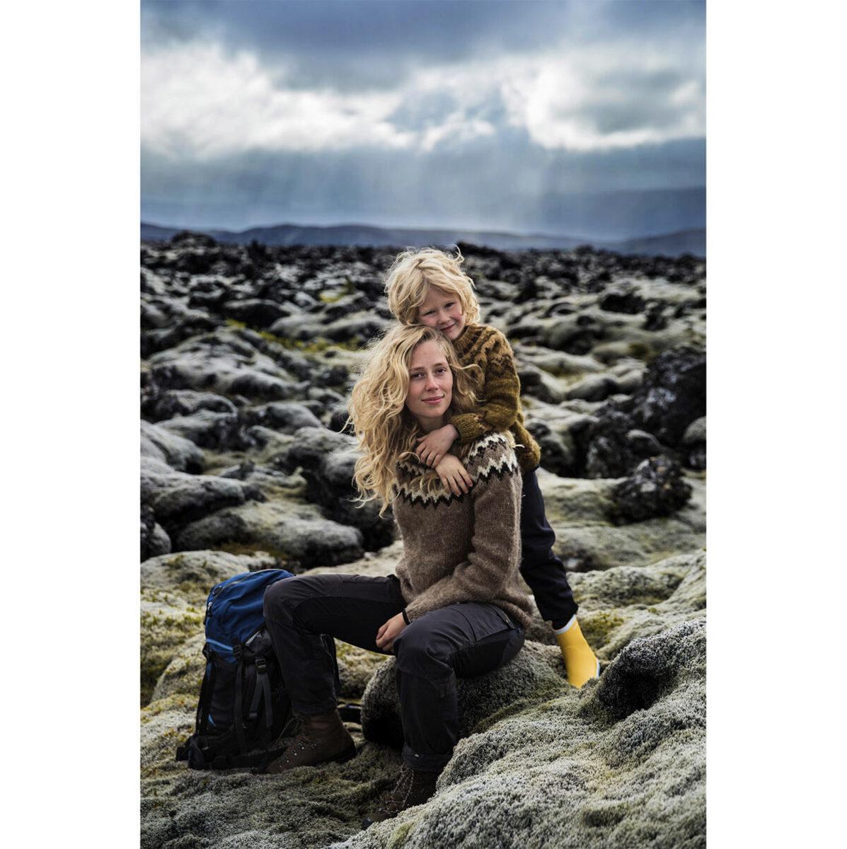 冰島雷克雅未克附近的母子。(米哈艾拉提供)