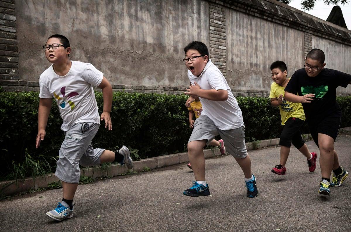 一份報告顯示,截止2020年,大陸中小學的肥胖率超10%,約30%大學生體質健康不及格。圖為資料圖。(Kevin Frayer/Getty Images)