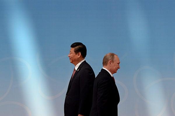 2014年5月,習近平與普京在亞信第四次峰會上擦肩而過。(Mark RALSTON/AFP)
