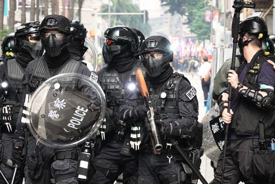 香港3少女上街無故被抓 警察被批濫捕無辜