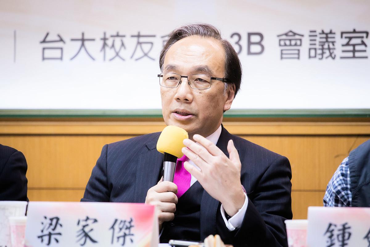 公民黨主席兼資深大律師梁家傑6月20日表示,經過4任特首把香港搞到一團糟,是時候嘗試真正的民主了。(陳柏州/大紀元)