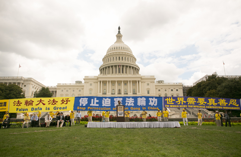 2019年7月18日,法輪功學員在美國國會西邊草坪舉行「7.20」法輪功反迫害大型集會活動。(李莎/大紀元)