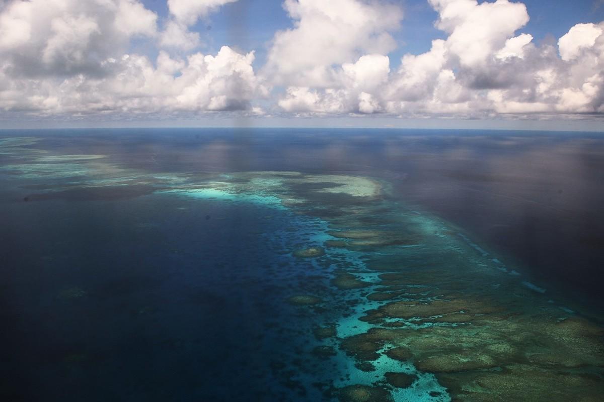 美軍參謀長聯席會議主席鄧福德在5月29日表示,中共違背了不將南海島礁軍事化的承諾。圖為2017年4月21日,南沙群島美濟礁的空拍照。(TED ALJIBE/AFP/Getty Images)