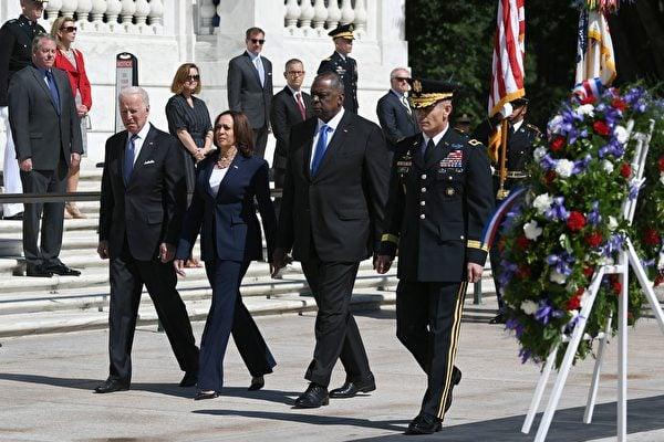 2021年5月31日是美國一年一度的「陣亡將士紀念日」(Memorial Day)。美國總統拜登、副總統和防長到阿靈頓國家公墓參加紀念儀式。(MANDEL NGAN/AFP via Getty Images)