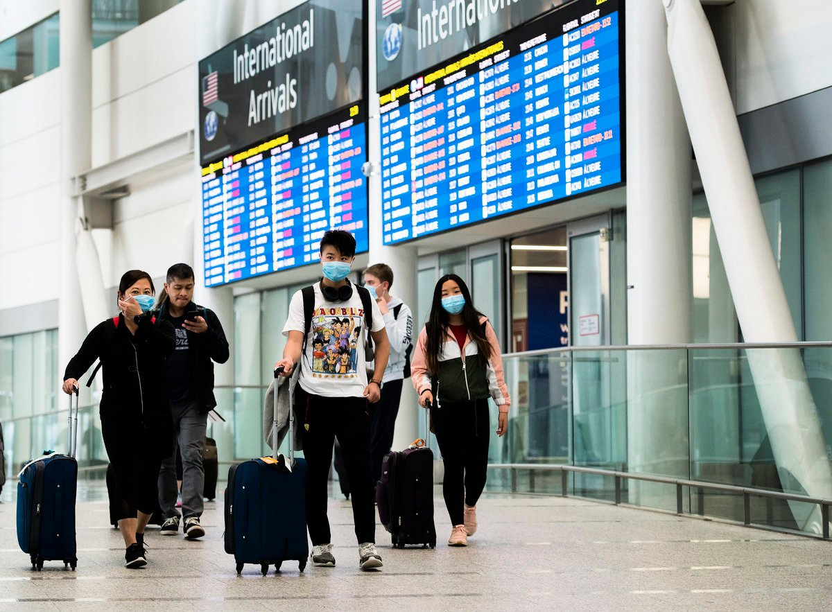 最近兩周,上百飛抵加拿大的旅客檢測呈陽性。(Nathan Denette/加通社)