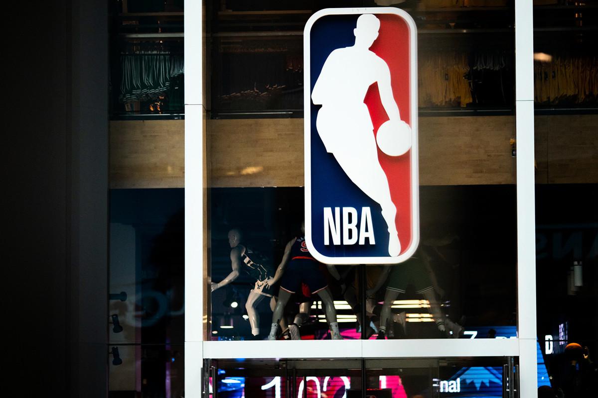 為了應對停賽,NBA球員降薪已難以避免。(Jeenah Moon/Getty Images)