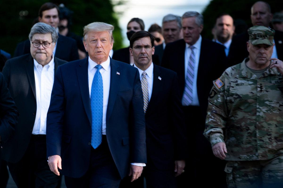 美國總統,唐納德·特朗普總統2020年6月1日表示,他將往華盛頓部署軍事力量,以平息非裔男子喬治·弗洛伊德(George Floyd)之死引發的騷亂。(Brendan Smialowski/AFP)