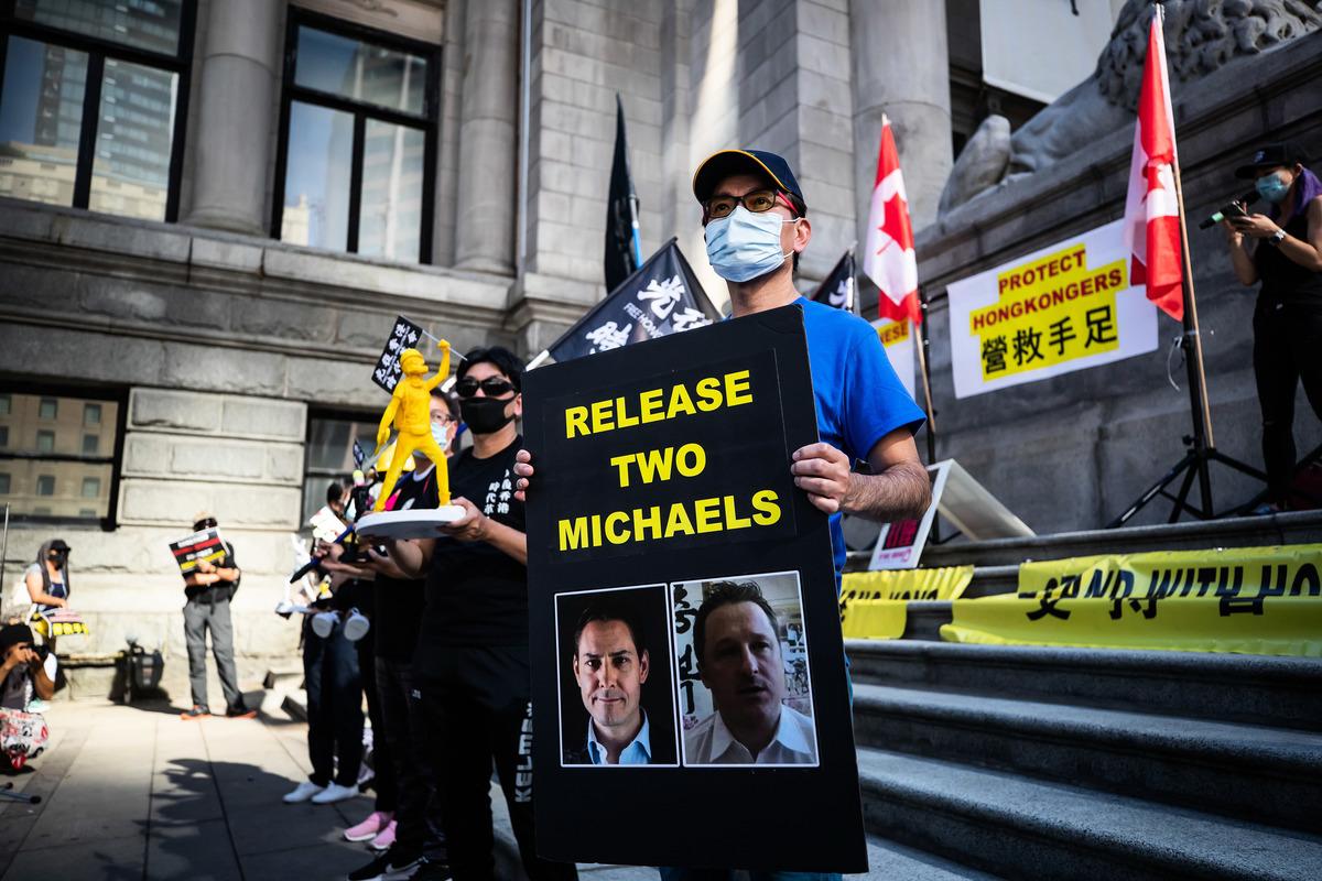 加拿大民眾呼籲中共釋放兩名加拿大人。(Darryl Dyck/加通社)