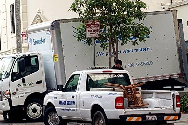 8月24日,在三藩市(三藩市)中領館側門,出現了碎紙車,用來大量銷毀檔。(讀者提供)
