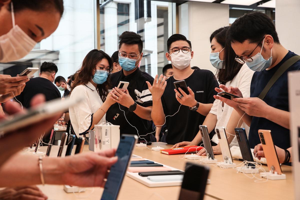 專家認為,中國的產業發展環境並不佳,台灣人才到對岸的職涯發展恐受限。(STR/AFP via Getty Images)