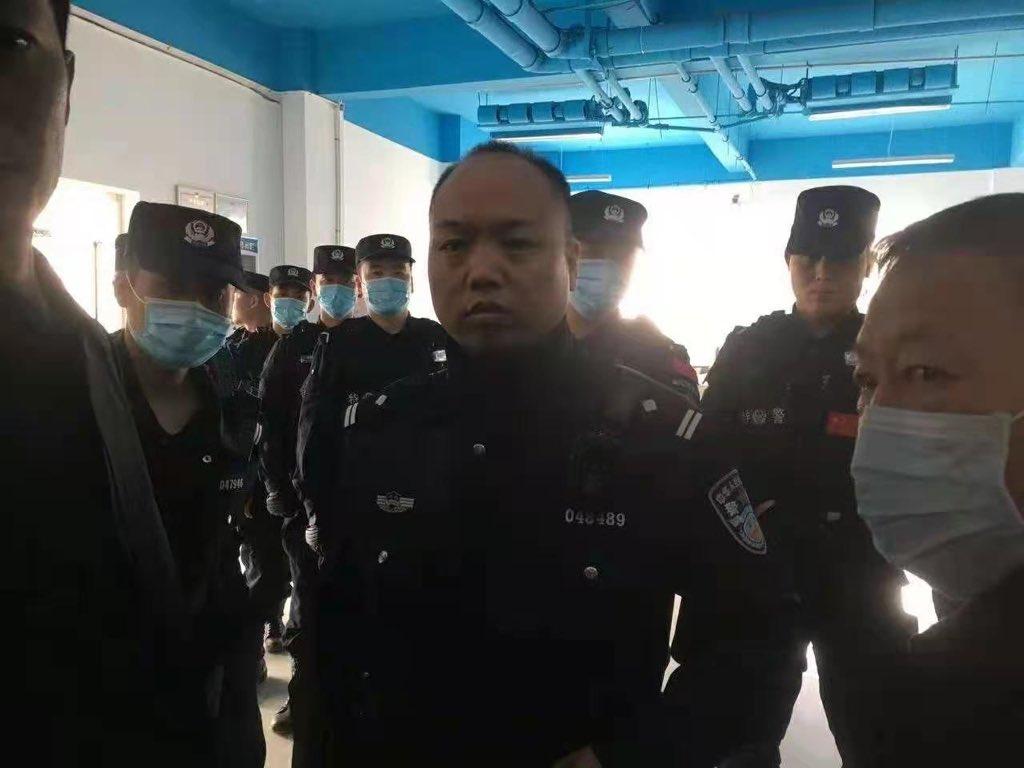 2021年4月7日,河北大午集團法務總監楊斌、集團顧問鄭成月等6人被當地警方以涉嫌「尋釁滋事罪」帶走,引發外界關注。他們直到夜裏11點才被放出。(推特)